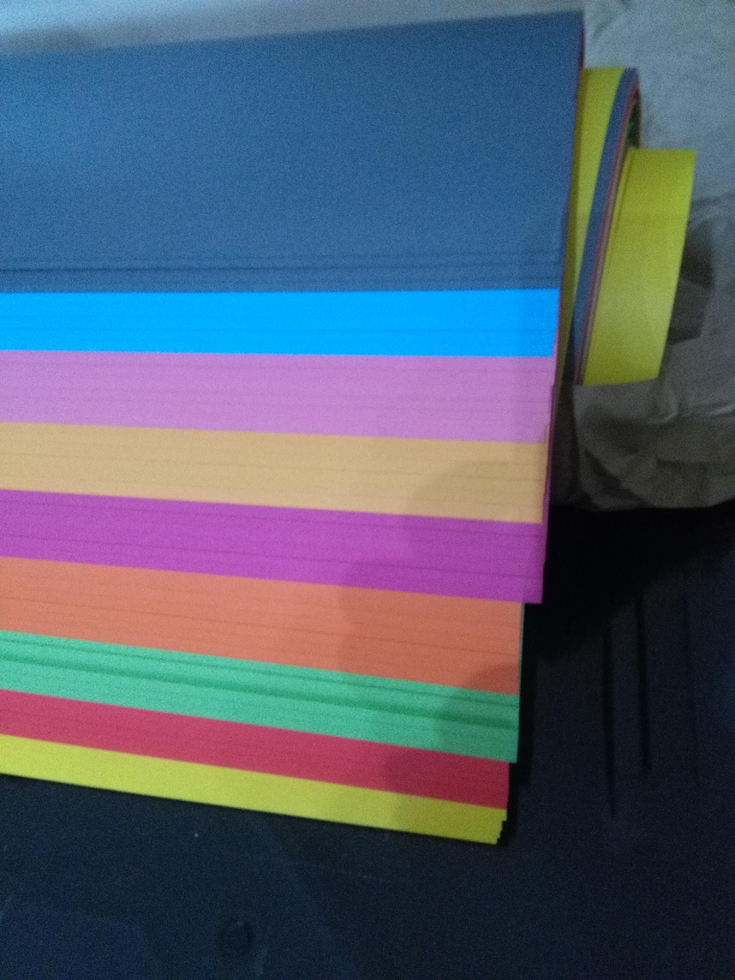Karton B2/140gr. uglavnom svetlije boje pak. 60 tabaka Image